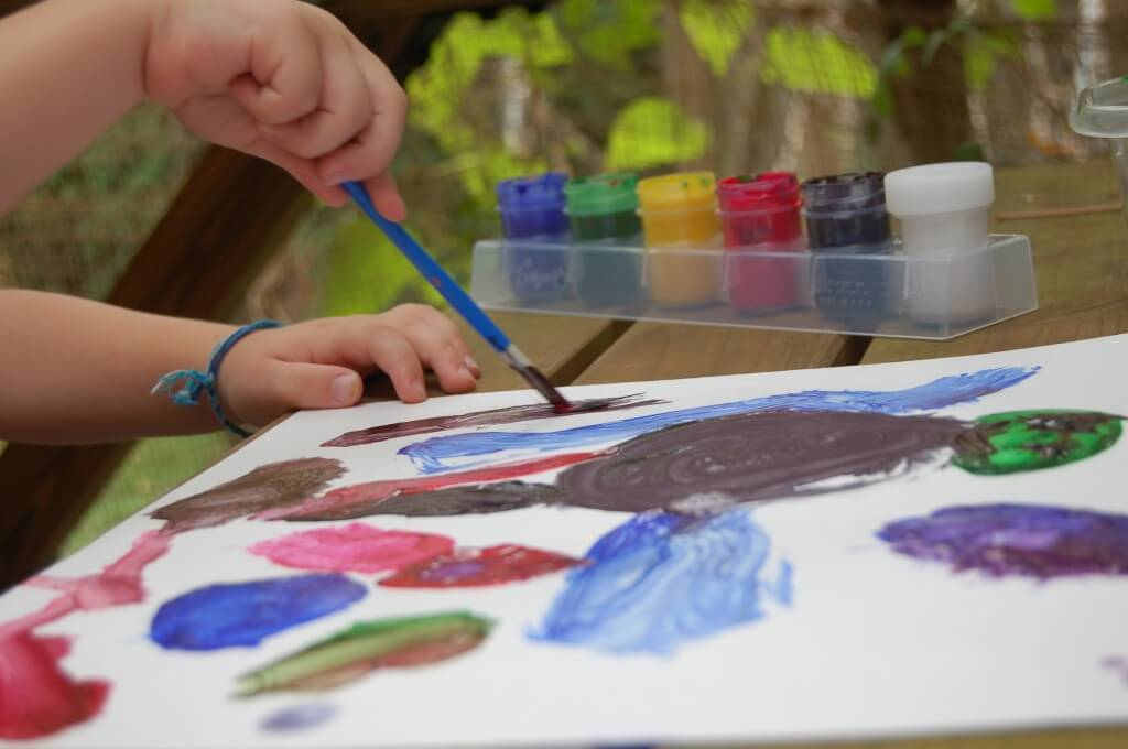 ART ACTIVITIES FOR KIDS: PARTNER PAINTING