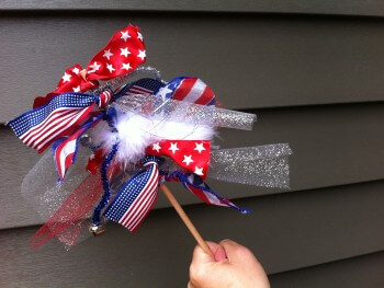 FINE MOTOR ACTIVITIES: DIY PATRIOTIC WANDS