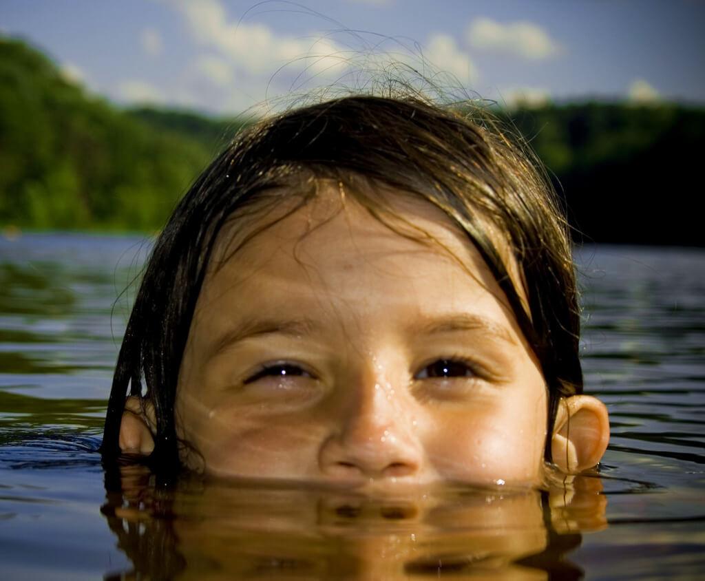 child development learn to swim