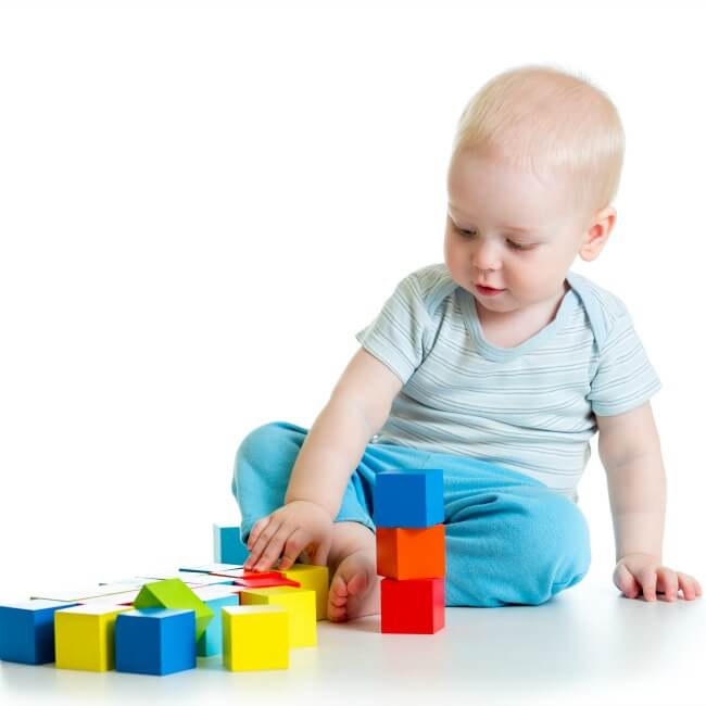 The Inspired Treehouse - These fine motor activities for toddlers are the perfect way to strengthen fine motor skills, getting little hands and fingers ready for later-developing skills like holding a pencil and completing clothing fasteners.