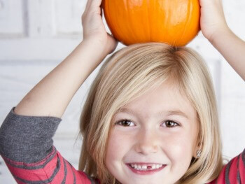 FUN INDOOR GAMES FOR KIDS: PUMPKIN RELAY RACE FOR KIDS