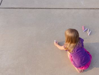 SPRING ACTIVITIES FOR KIDS: 10 WAYS TO PLAY WITH SIDEWALK CHALK!