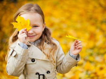 FALL ACTIVITIES FOR KIDS: LEARNING ABOUT LEAVES THROUGH THE SENSES